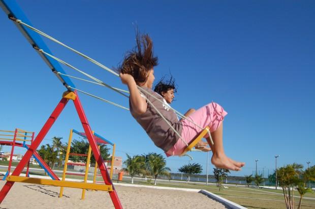 Pesquisador norte-americano pede que pais devolvam infância às crianças
