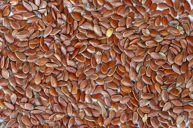 640px-Brown_Flax_Seeds