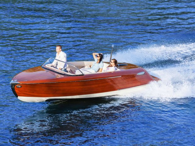 Nox-Boat-in-Motion