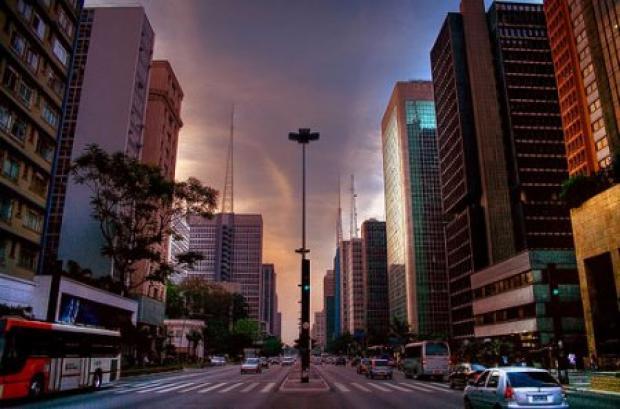 avenida-paulista-foto-de-fabio-stachi-httpwwwflickrcomphotosfabiostachi