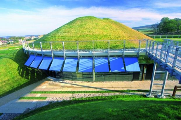 edward-cullinan-architects-conical-grass-hill-building-archaeolink-1