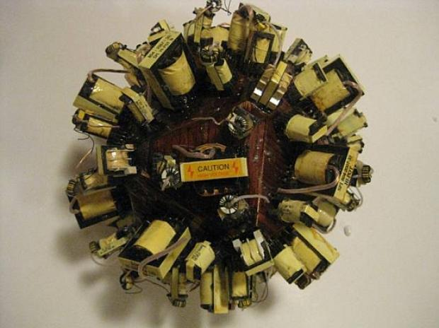 electronic-waste-biological-sculptures-by-forrest-mccluer_1_ffdw4_69