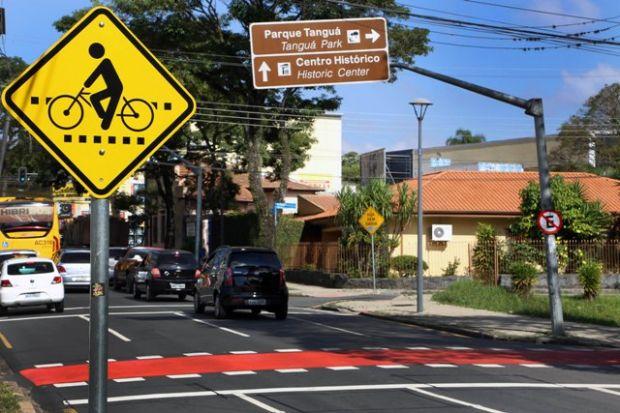 faixa-para-travessia-de-ciclistas-em-Curitiba201402110004
