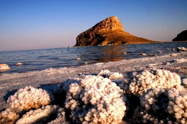 lake-urmia-_urmia-2-c-_salt-_crystals_700_0