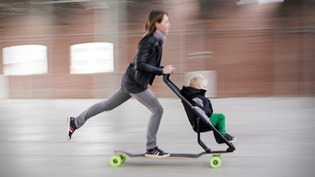 Resultado de imagem para Carrinho de bebê com patinete