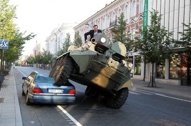 prefeito-lituania-ciclovia-tanque-de-guerra