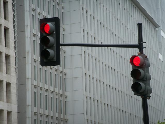 Lei obriga instalação de semáforos movidos a energia solar e eólica em Maceió