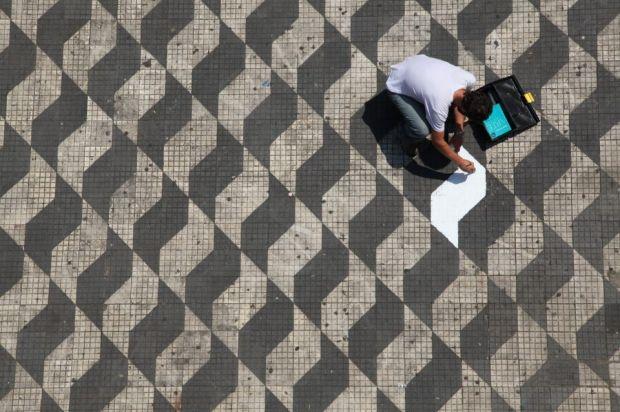 Jovens de São Paulo realizam pequenos reparos pela cidade