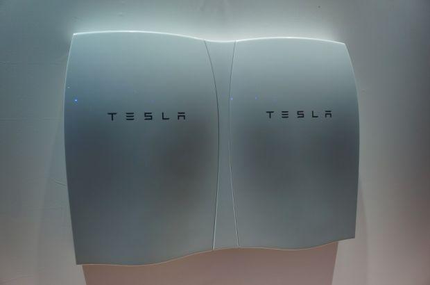 Tesla lança bateria que armazena energia solar para uso doméstico