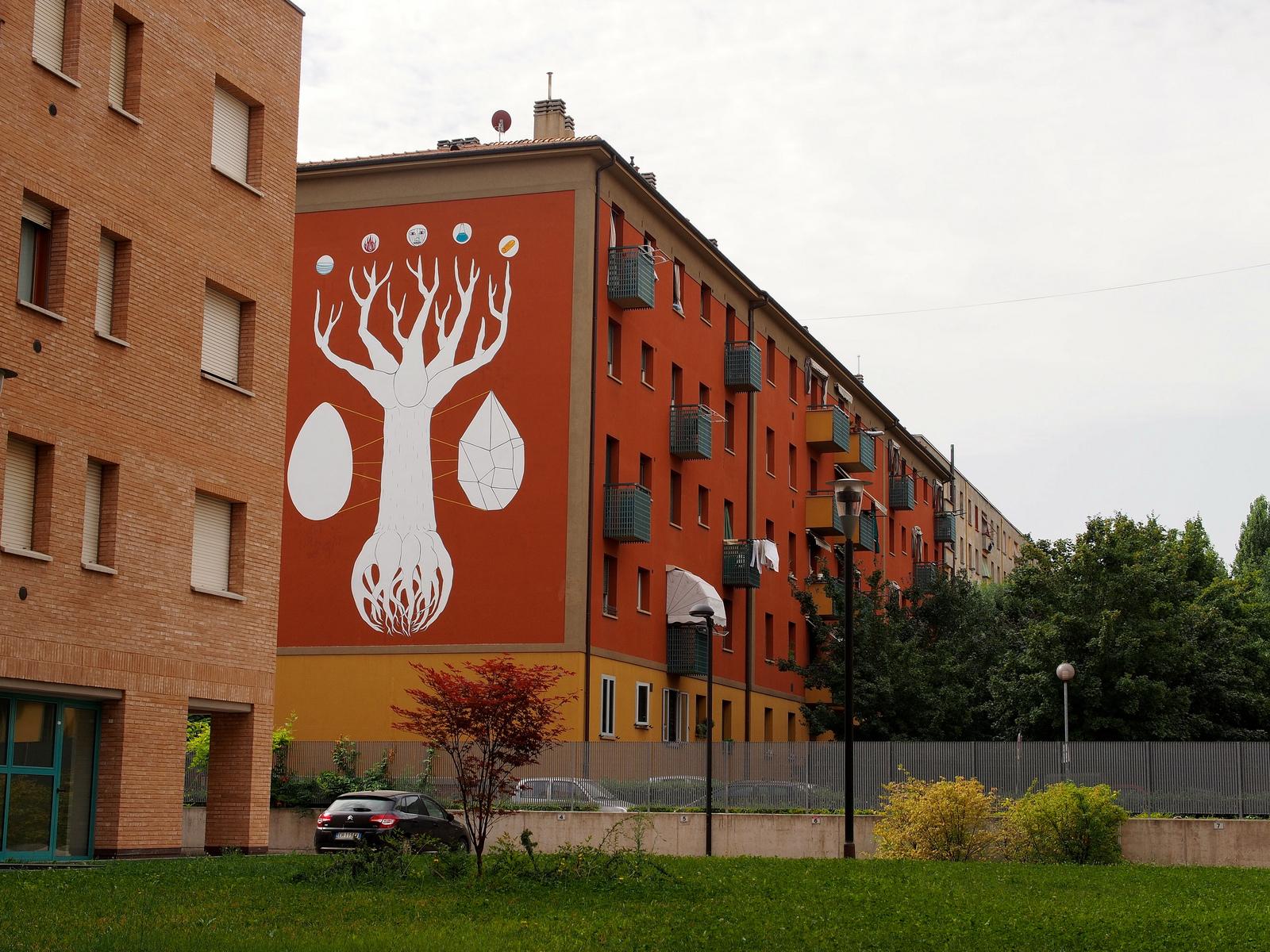Artista italiano desenha árvore gigante com tinta que absorve poluição