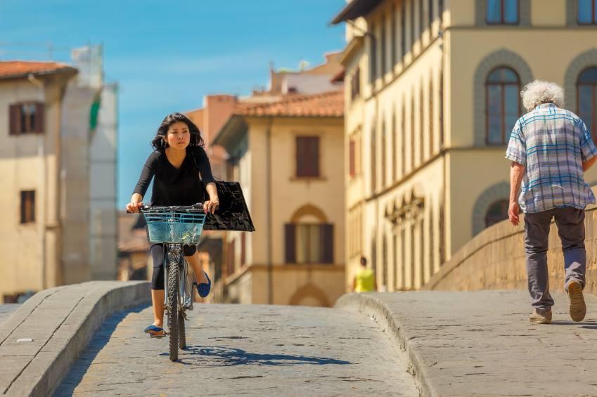 Escola italiana dá pontos extras aos alunos que vão de bicicleta às aulas