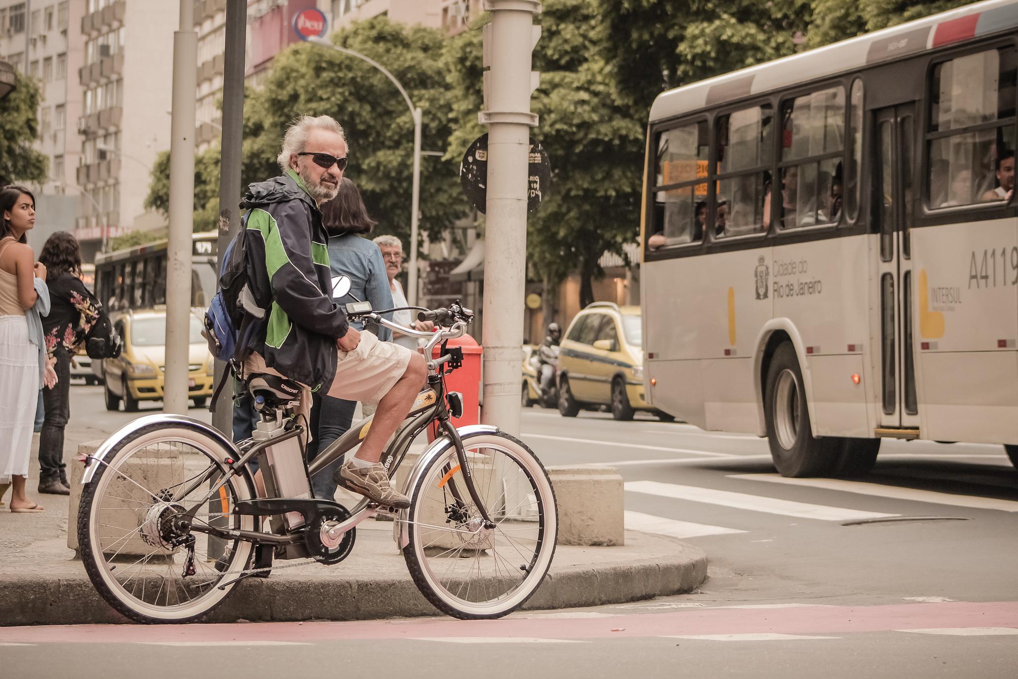 Rio tem ação de conscientização para motoristas de ônibus e ciclistas