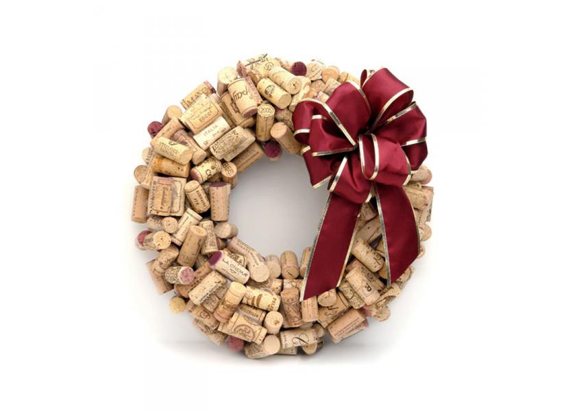 Aprenda a decorar uma guirlanda de natal com rolhas de vinho