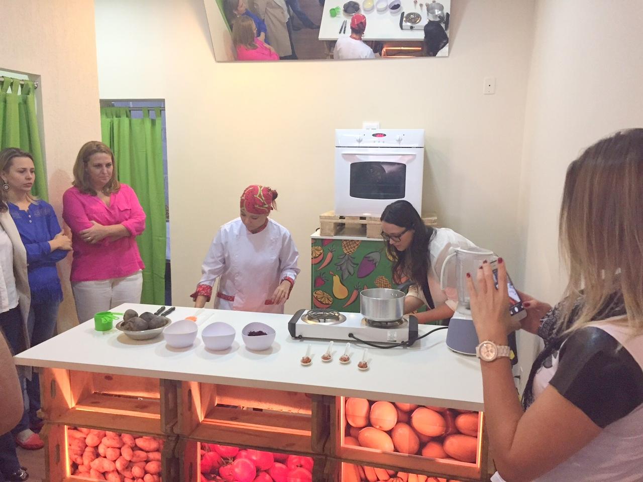 Por R$ 1, oficinas em SP ensinam receitas econômicas para o Natal usando cascas e talos