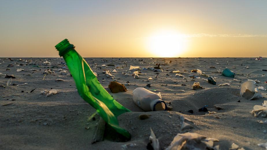 Iniciativa global une empresas, governos e sociedade civil para repensar o plástico