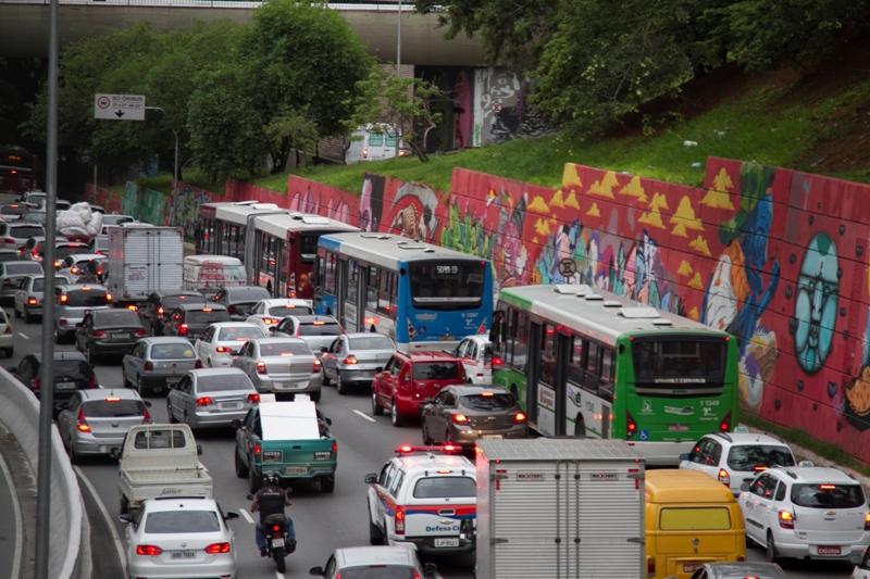 Brasil perde R$ 156,2 bilhões do PIB com trânsito em São Paulo