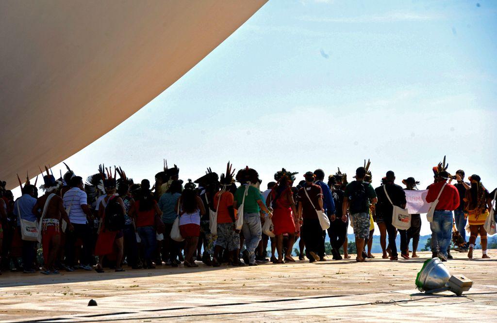 Brasília- Indígenas protestam no Congresso Nacional, contra a Proposta de Emenda à Constituição (PEC) 215, que altera a demarcação de terras indígenas. (José Cruz/Agência Brasil)