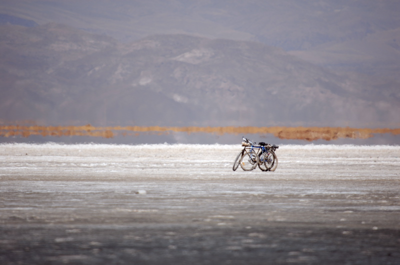 2º maior lago da Bolívia está totalmente morto