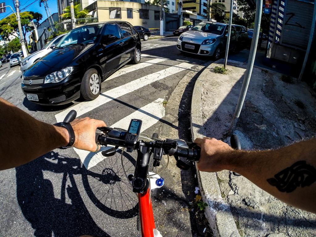 Chip instalado em bike aciona dispositivo que fecha semáforo para carros