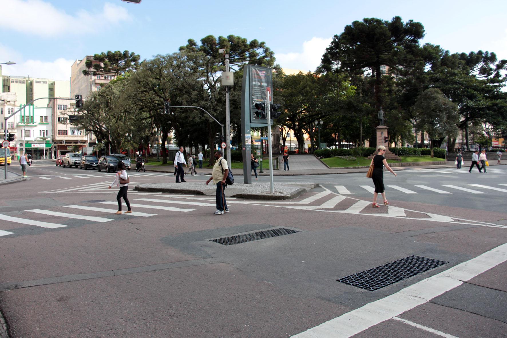 Curitiba tem calçadas reformadas para aumentar segurança dos pedestres