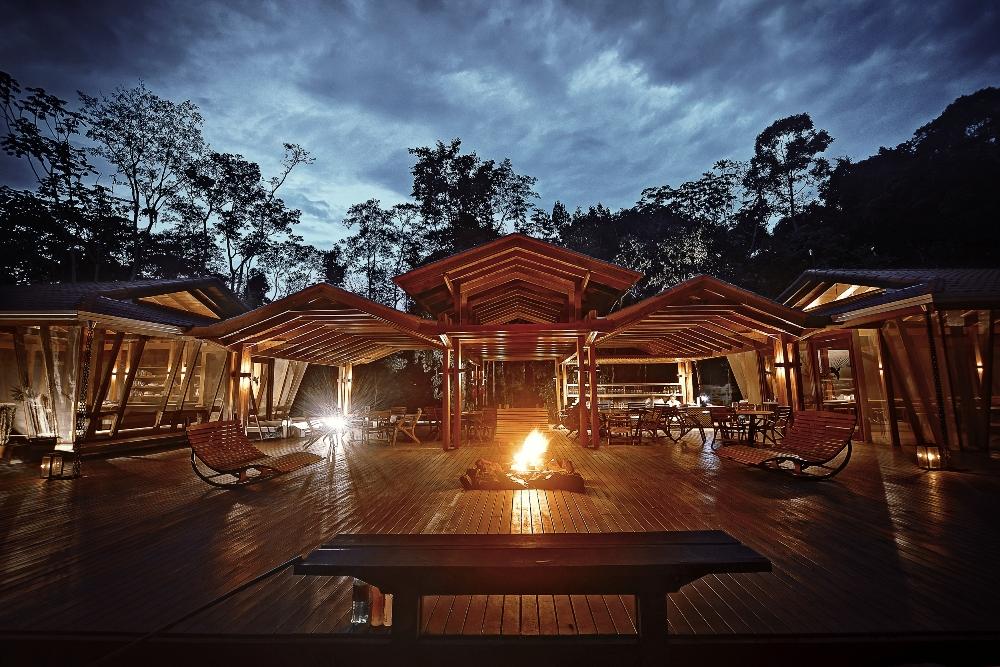 Hotel na floresta amazônica aposta em estrutura sustentável e energia solar