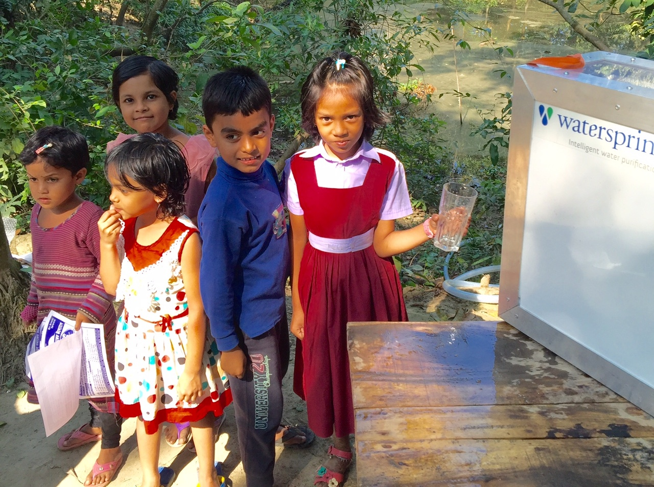 Purificador solar leva água limpa a comunidades carentes de Bangladesh