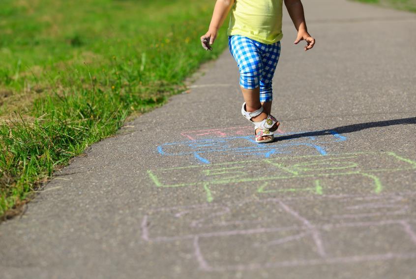 Para ter filhos bem-sucedidos, deixe-os brincar ao ar livre