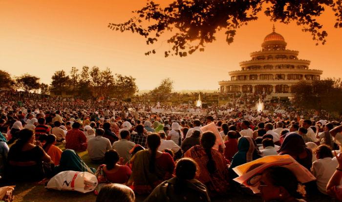 Maior meditação coletiva do planeta pretende reunir 3,5 milhões de pessoas na Índia