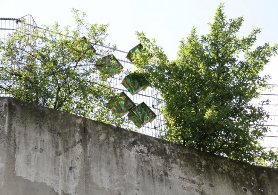 Casinhas camufladas em Berlim. | Foto: Thomas Dambo