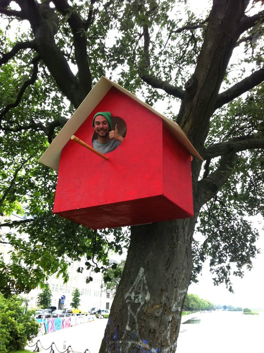 Casa de passarinho gigante. | Foto: Thomas Dambo
