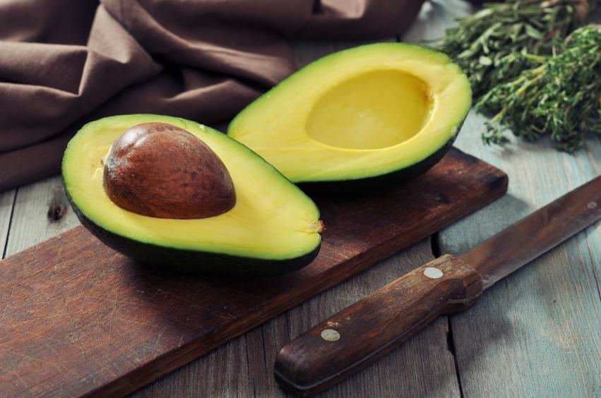 Saiba como transformar a semente de abacate em uma farofa nutritiva