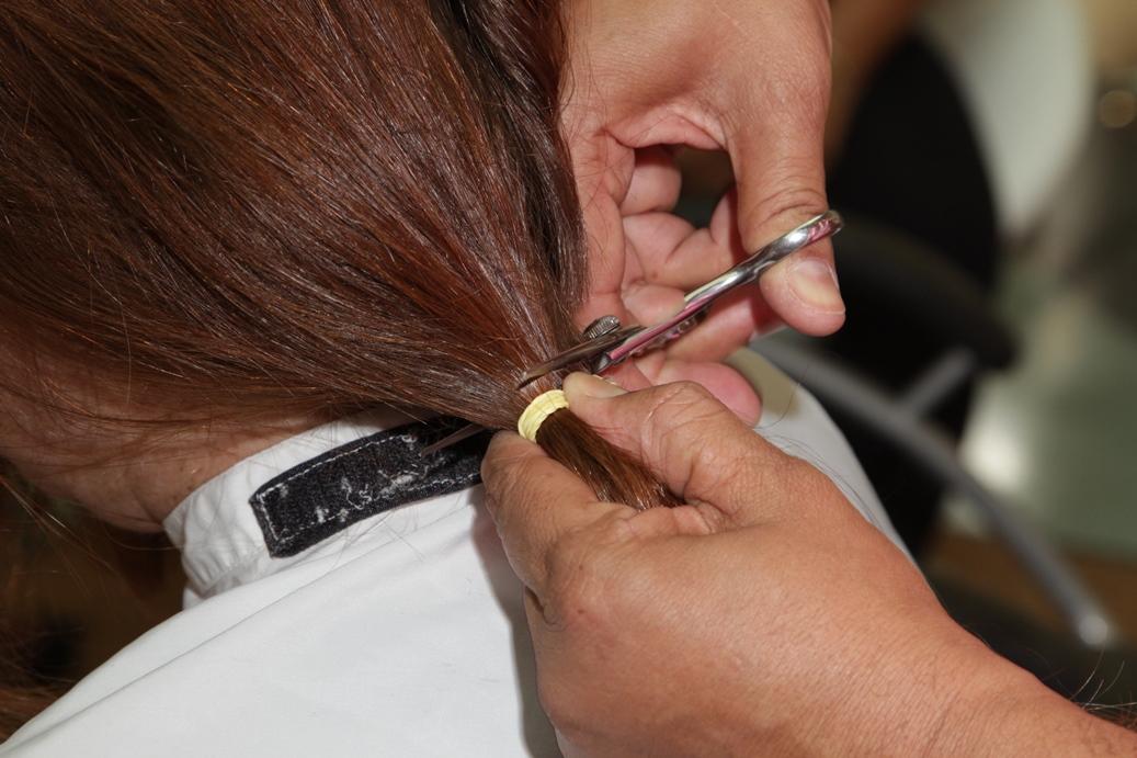 Shopping em SP faz campanha e 460 mulheres doam cabelos a pessoas com câncer