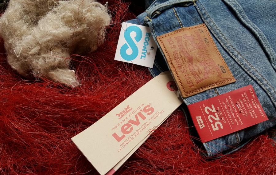 Levi's anuncia calças feitas com restos de redes de pesca e carpetes