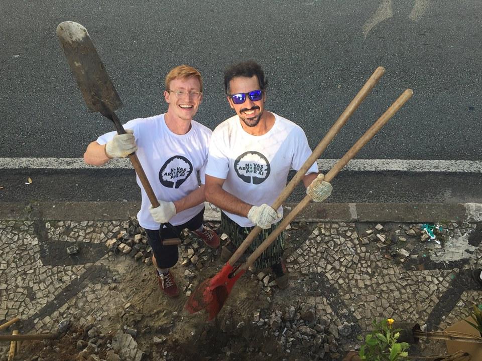 Curso gratuito ensina na prática a plantar árvores em espaços urbanos de SP