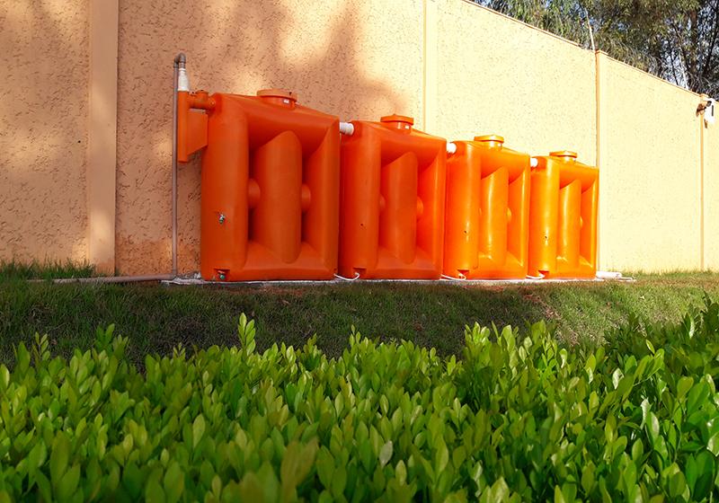 Condomínio aposta em cisternas e economiza mais de 28 mil litros de água/mês