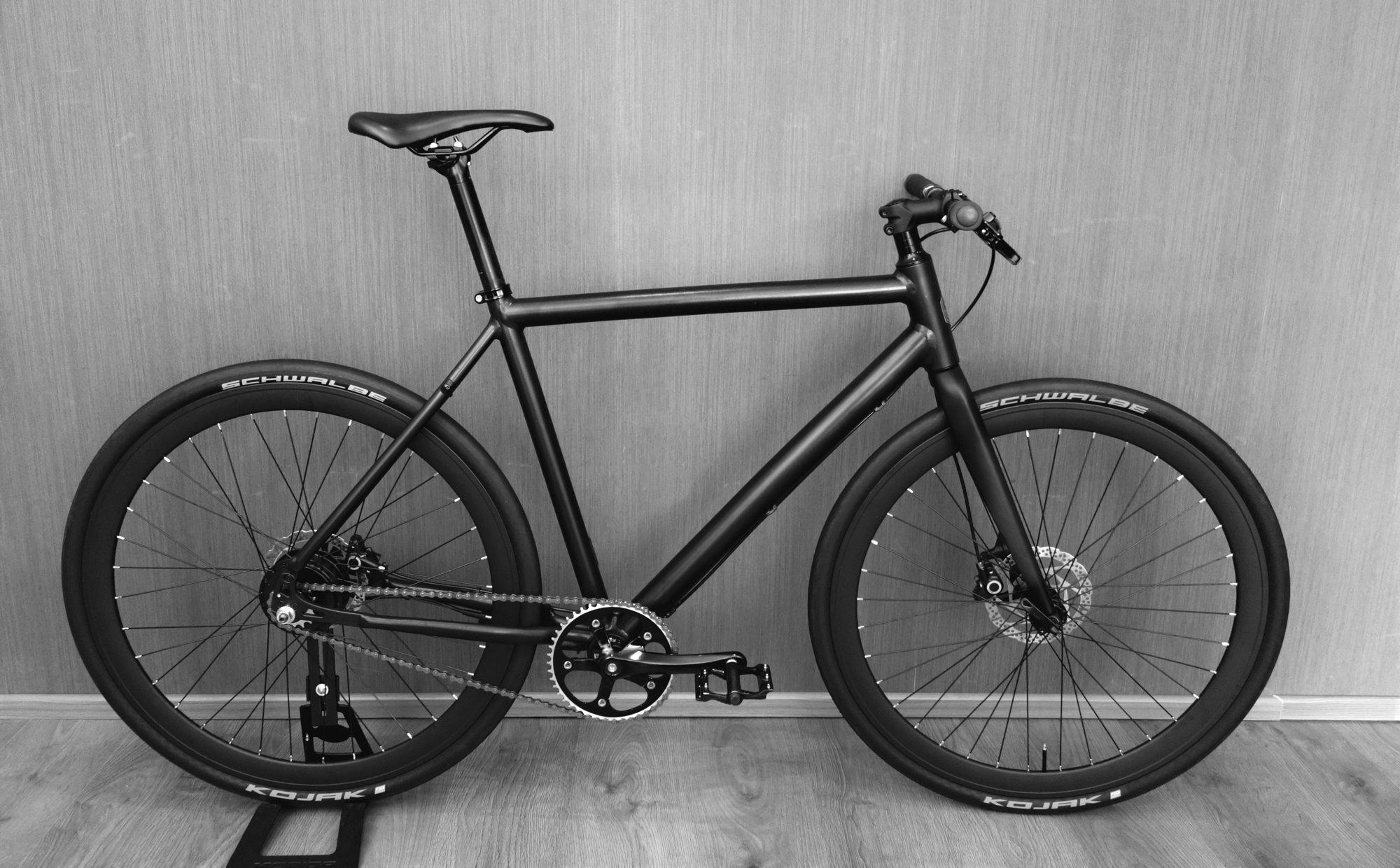 Com bateria interna, bike elétrica tem design igual ao de bicicletas comuns