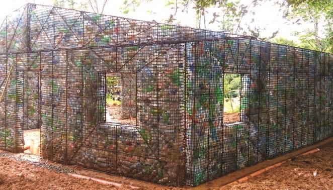 Ecovila no Panamá é feita só de casas de garrafa PET