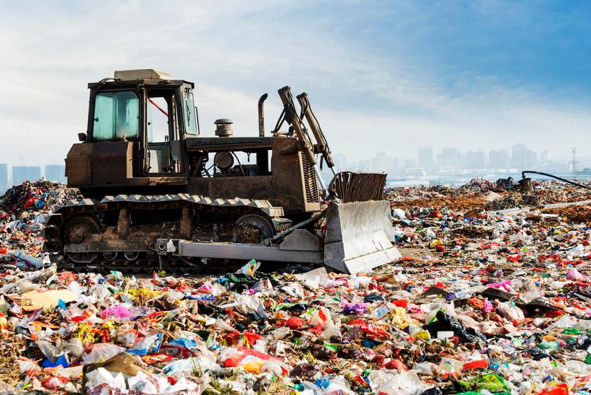 EUA e China se unem para criar técnica que transforma plástico em combustível