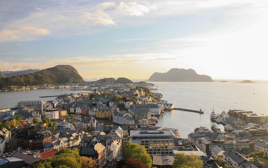 Noruega deve se livrar de carros movidos a combustíveis fósseis até 2025