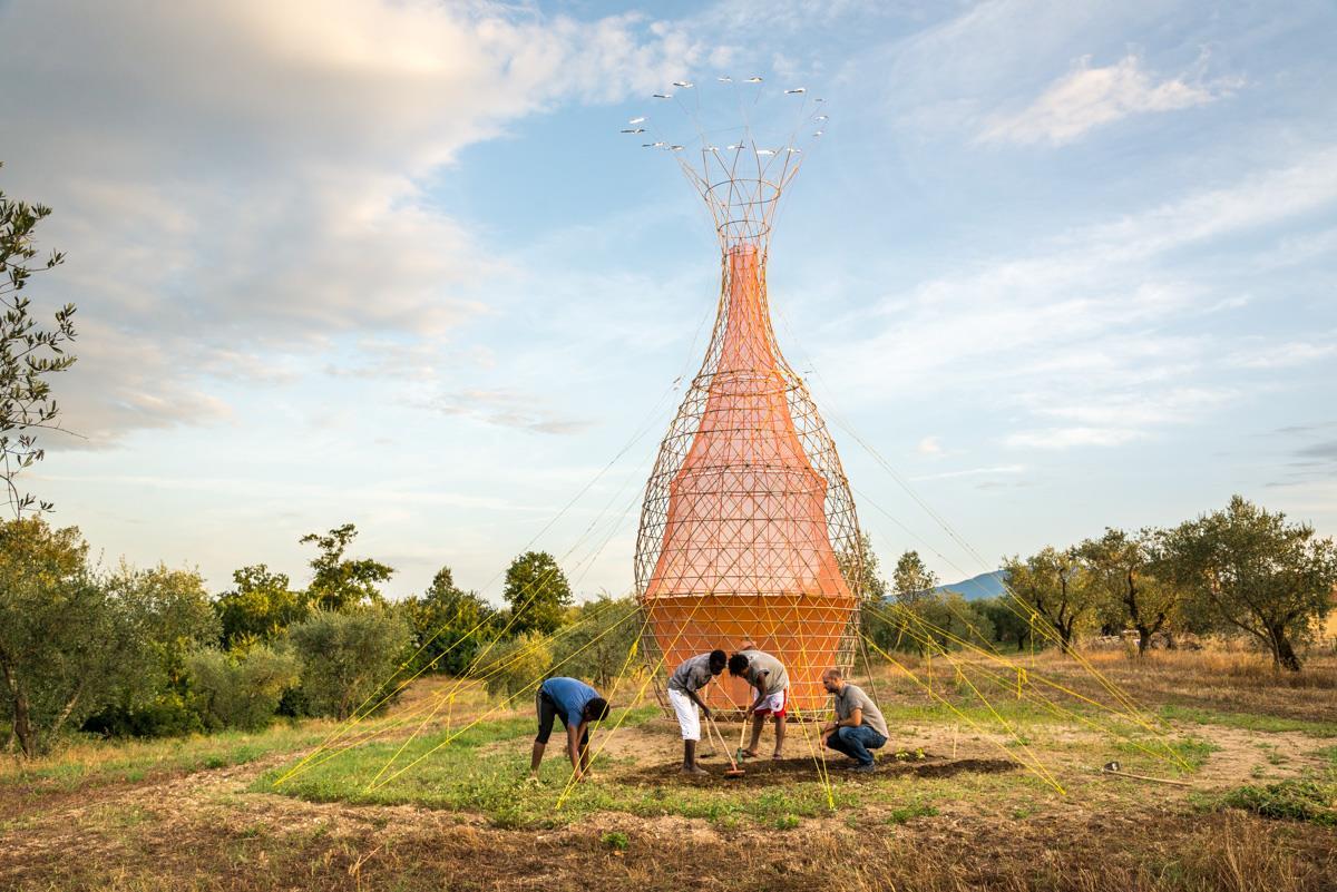 Torre transforma vapor em água potável para regiões carentes