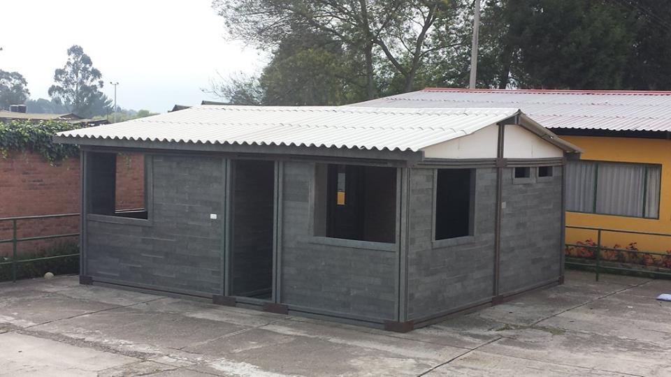 arquiteto colombiano constr i casas com pl stico e