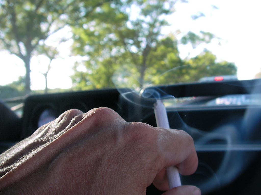 Curitiba pode multar quem fuma em carro com criança
