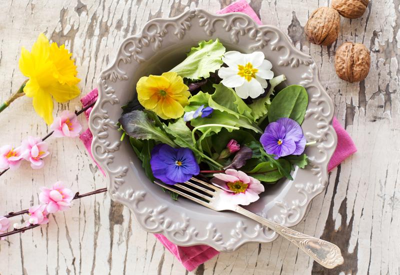 Flores comestíveis se popularizam cada vez mais na gastronomia brasileira