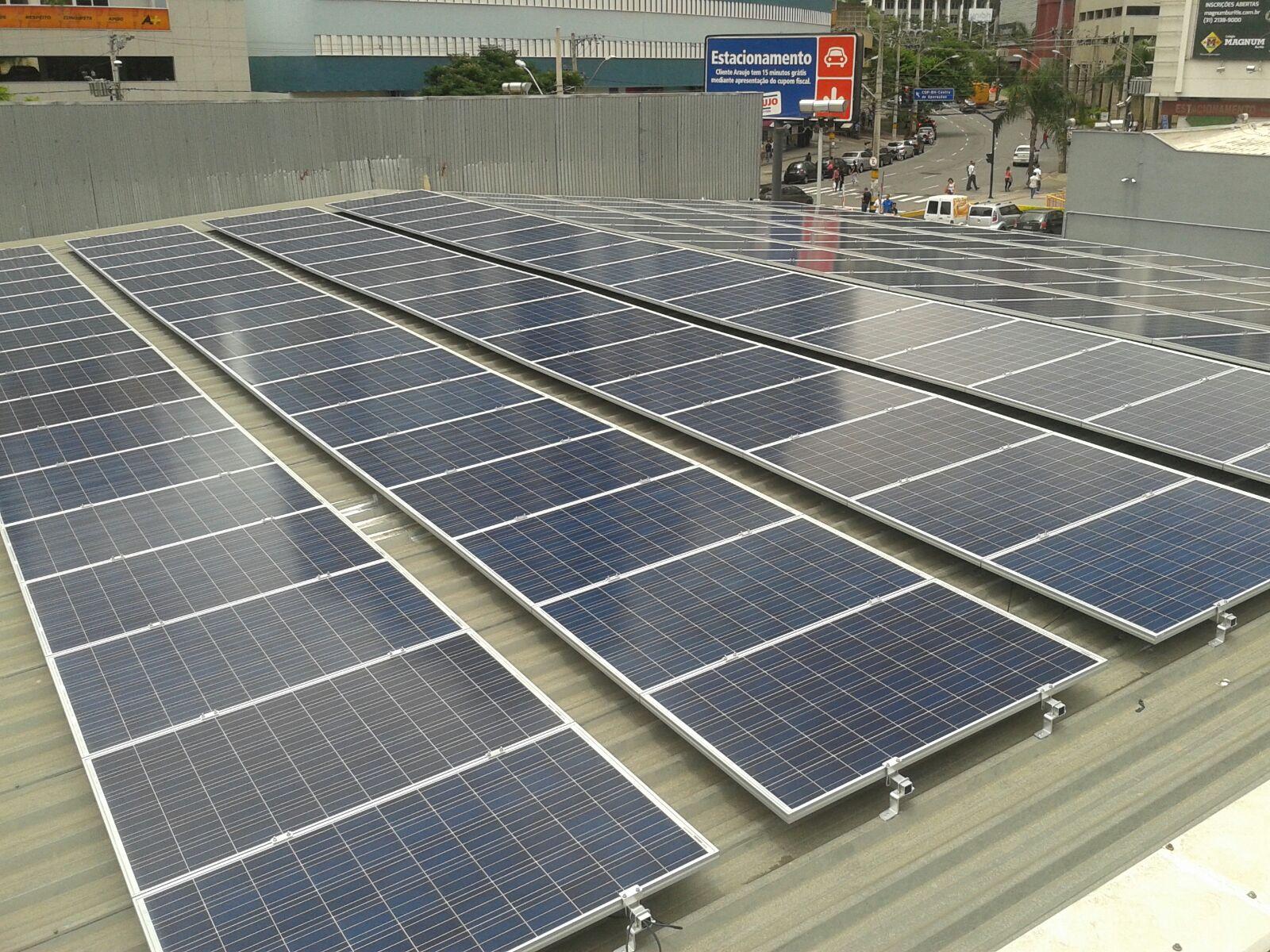 Drogasil aposta em mini-usinas solares próprias para abastecer lojas