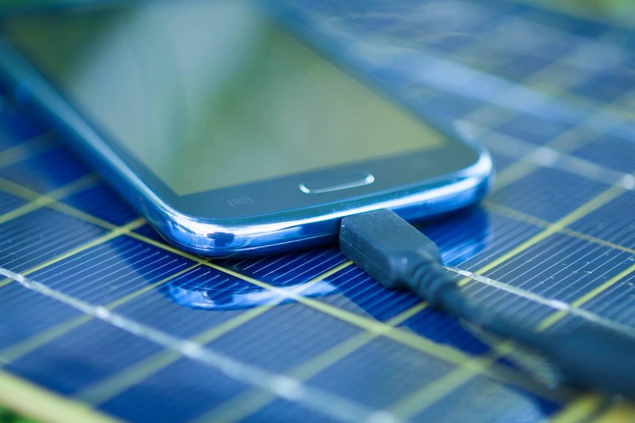 Supercapacitor recarrega celulares em segundos e carros elétricos em minutos
