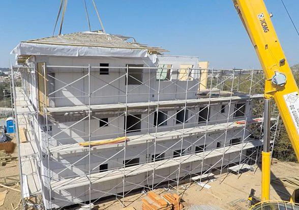 No Paraná, prédio sustentável de três andares é construído em 8 dias