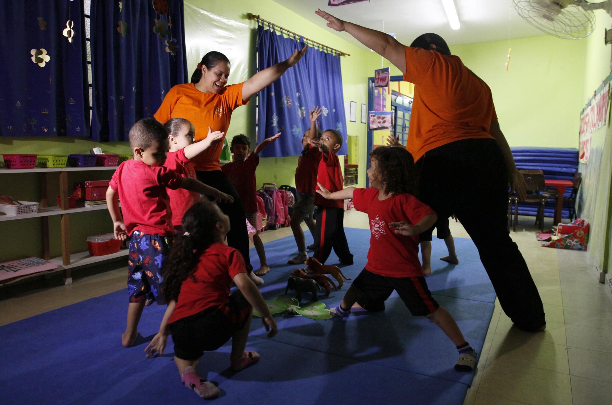 Creche pública em SP tem sessões de massagem shantala e dieta lactovegetariana