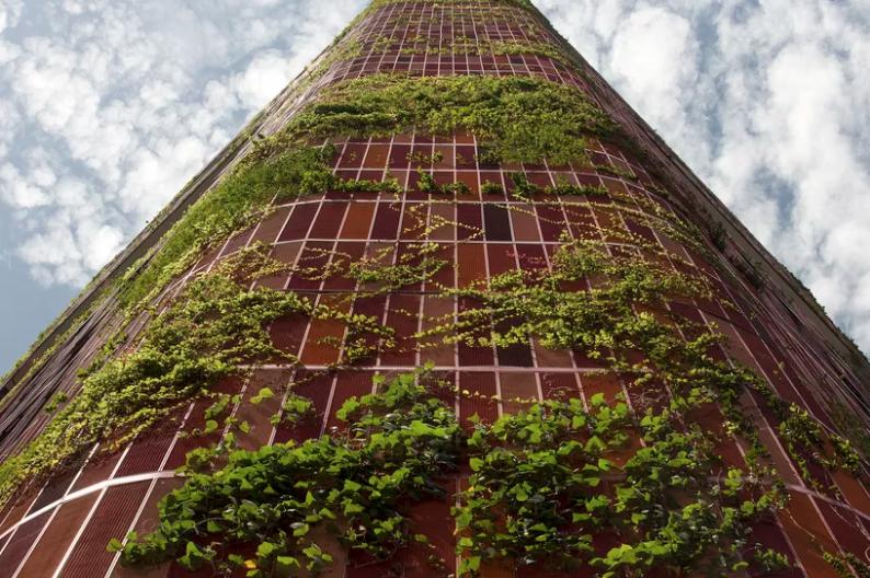 Prédio com jardim vertical em toda a fachada é opção para países tropicais