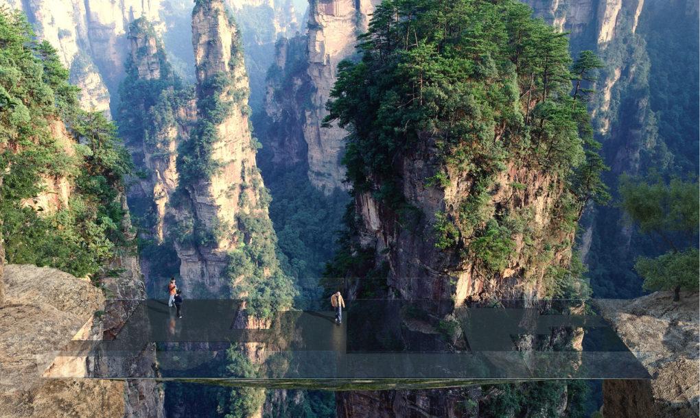Ponte para pedestres se camufla em meio às montanhas na China