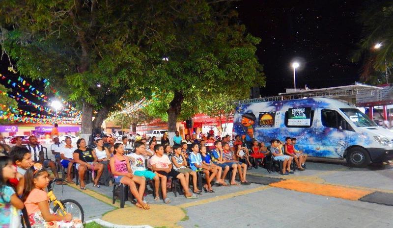 projeto-cinesolar-leva-em-uma-van-a-magia-do-cinema-para-as-cidades-de-caucaia-fortaleza-e-pacoti-no-ceara
